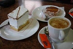 Milhoja - Image: Café con pasteles en Murcia