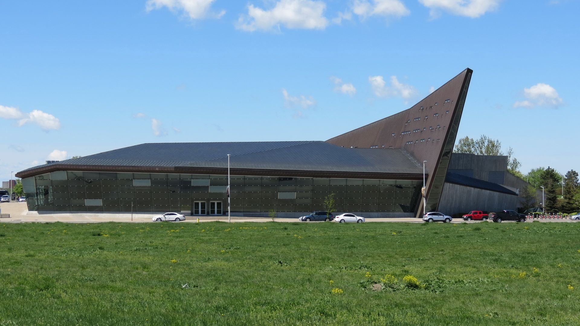 Canadian War Museum, Vimy Pl, Ottawa - panoramio (1).jpg