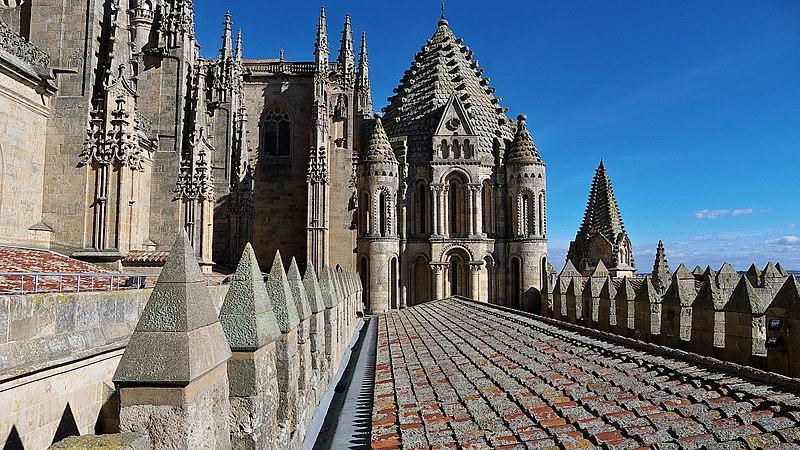 File:Catedral Vieja de Salamanca. Torre y cubiertas.jpg