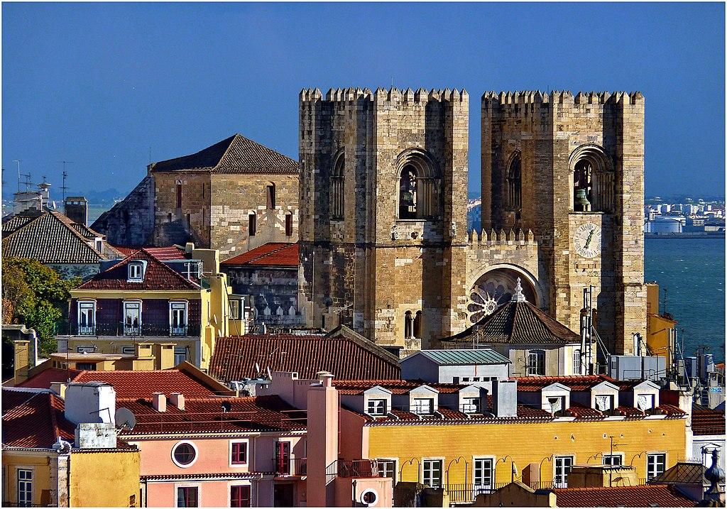 Cathédrale de la Sé dans le quartier Alfama à Lisbonne - Photo de Patano