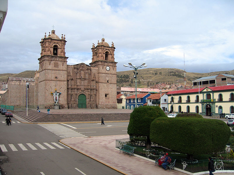Archivo:Cathedral of Puno.jpg