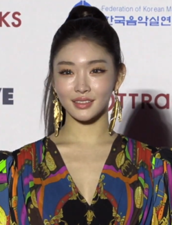 Chungha at Gaon Music Awards red carpet on January 8, 2020.png