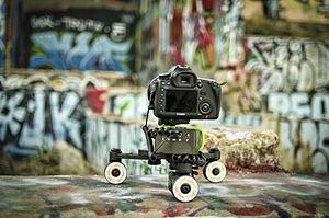 Motion control photography - Motion control camera dolly with Canon DSLR camera
