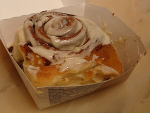English: Cinnamon roll as produced by cinnabon