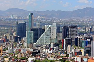 https://upload.wikimedia.org/wikipedia/commons/thumb/d/d7/Ciudad.de.Mexico.City.Distrito.Federal.DF.Paseo.Reforma.Skyline.jpg/320px-Ciudad.de.Mexico.City.Distrito.Federal.DF.Paseo.Reforma.Skyline.jpg