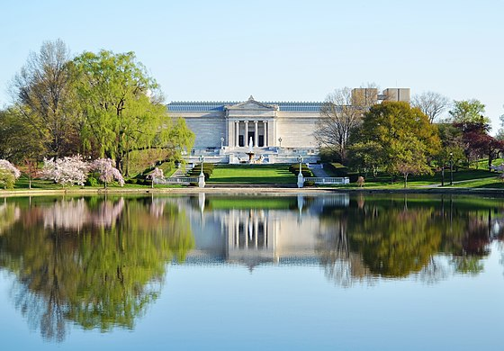 The Cleveland Museum of Art lies at the edge of Wade Lagoon in University Circle. Cleveland Museum of Art (8687300870).jpg