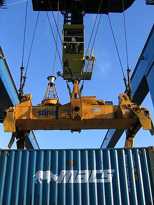 Spreader (container) - Image: Container crane and spreader