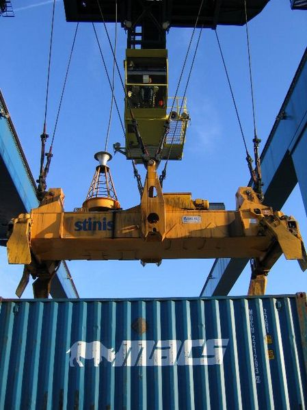 external image 449px-Container_crane_and_spreader.jpg