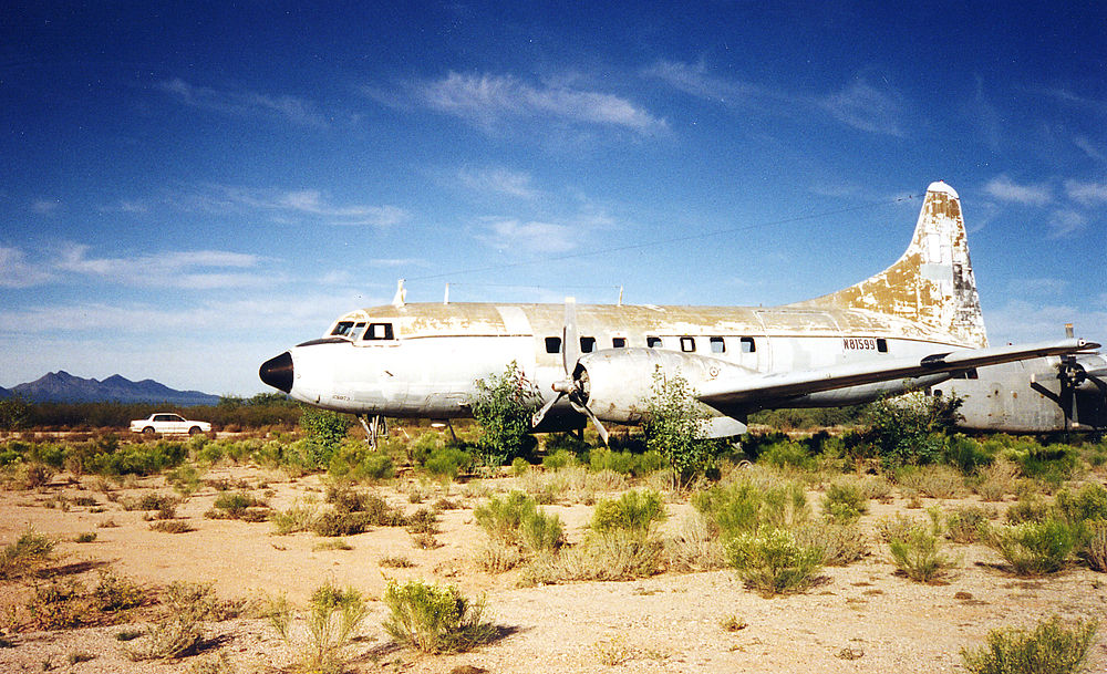 Convair 240 in an Arizona boneyard (Marana - Avra Valley), 1996 (6340882).jpg