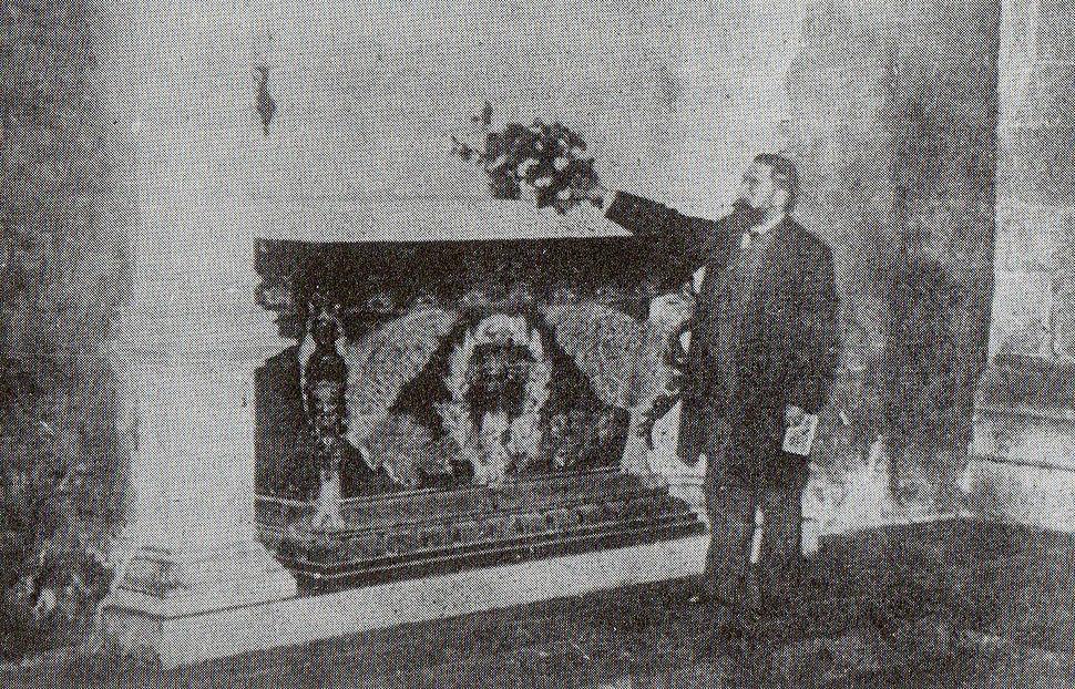 Curros perante a tumba de Rosalía, 24/9/1904.