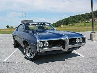 Pontiac Custom S Pontiac nameplate