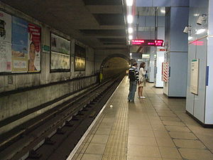 Cutty Sark for Maritime Greenwich DLR station - Image: Cutty Sark stn southbound look south