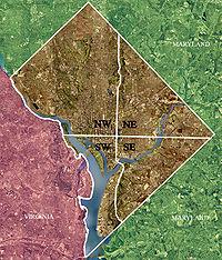Washington D. C. se divide en cuatro cuadrantes: Noroeste, Noreste, Sudeste y Sudoeste. Los ejes que dividen a los cuadrantes se cruzan justo en el Capitolio