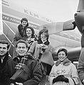 De Franse vocale groep Les Swingle Singers uit Parijs op Schiphol voor optrede, Bestanddeelnr 916-1366.jpg