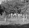 De familie Boogh in de voormalige Jodensavanna aan de Surinamerivier. Rechts Joh, Bestanddeelnr 252-6933.jpg