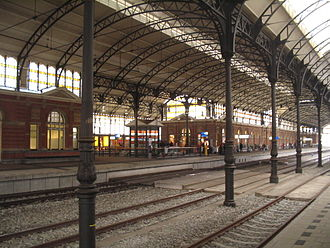 Den Haag HS railway station - View of platforms inside the station