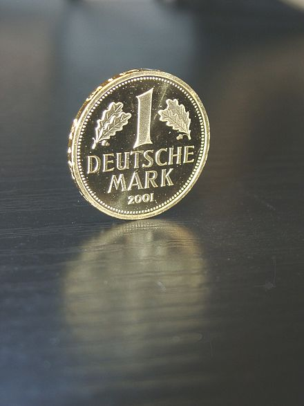 Obverse view of the 2001 special gold issue of the DM 1 coin Deutsche Mark(Gold-2001).jpg