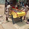 Deux élèves qui jouent au Baby foot.jpg