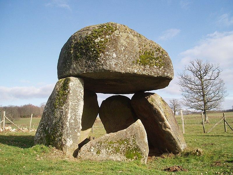 file dolmen de st priest la wikimedia commons. Black Bedroom Furniture Sets. Home Design Ideas