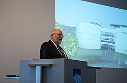 Donor of the Planetarium and Visitor centre presents (17057134606).jpg