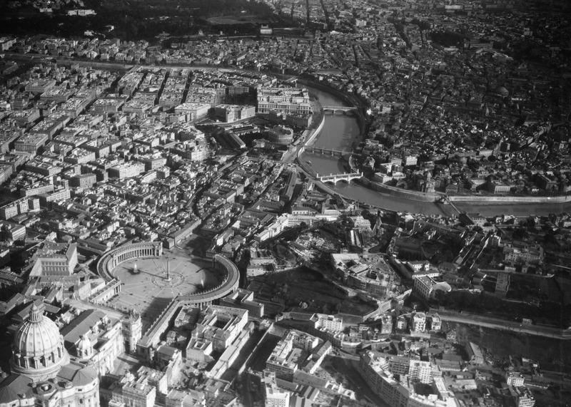 File:ETH-BIB-Vatikan, Rom-Kilimanjaroflug 1929-30-LBS MH02-07-0404.tif