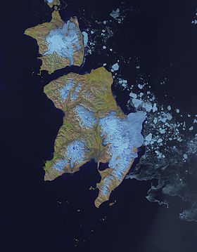 Photo satellitaire de Edgeøya (en bas) et Barentsøya (en haut)