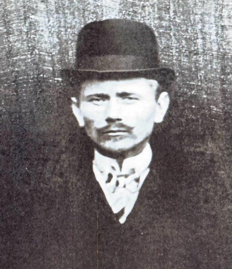 Edward Leedskalnin, circa 1910 (cropped).jpg
