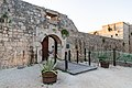 Eingang zur Festung George der Dritte auf der Insel Vis, Kroatien (48693502133).jpg