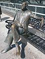 Estatua de Gastón Castelló, plaza 25 de mayo, Alicante, España.jpg