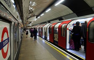 Victoria line - Image: Euston station MMB 69 2009 stock