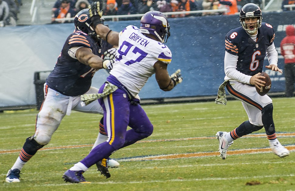 Everson Griffen rushing Jay Cutler (cropped)