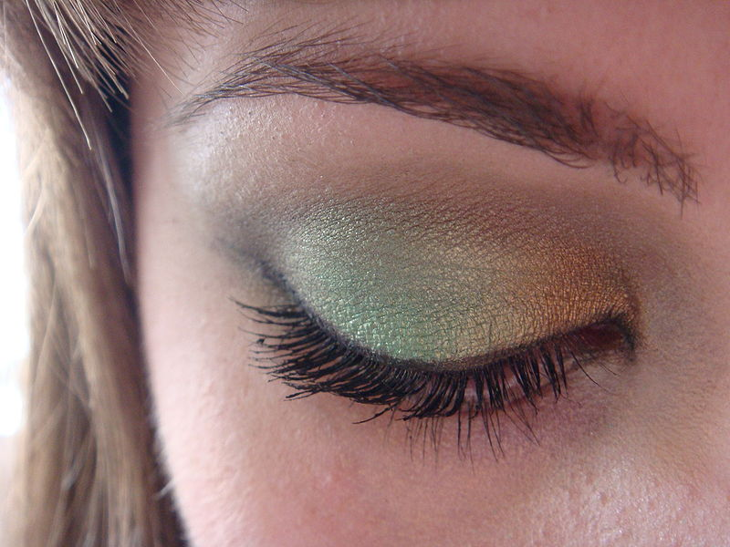 File:Eyeshadow looking down.jpg