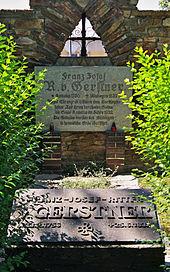 Grabstätte Gerstners auf dem Friedhof in Komotau (Quelle: Wikimedia)