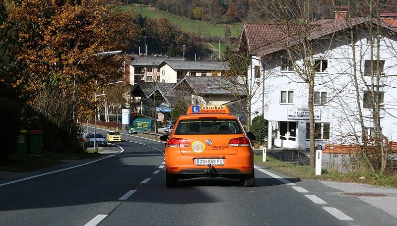 File:Fahrschulauto VW Austria St Johann.JPG