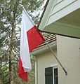 Flaga polski przy domu.jpg
