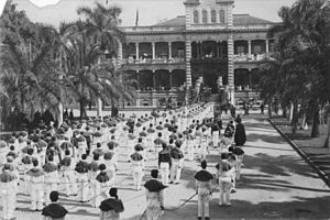 Charles E. King - Catafalque of Liliuokalani being carried out of ʻIolani Palace