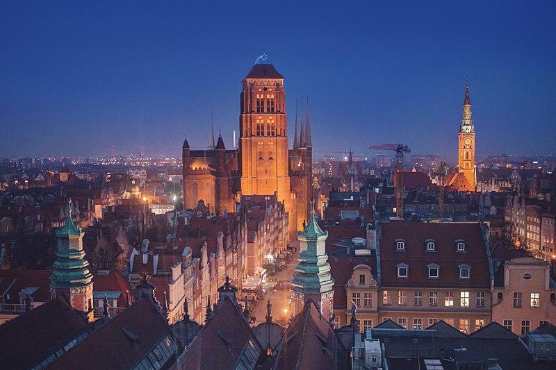 File:Gdańsk o zmroku, widok z AmberSky.jpg