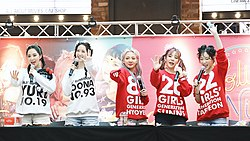 Girls' Generation at fansigning event in August 2017 03.jpg