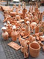 Glinene skulpture u Knezu - panoramio.jpg