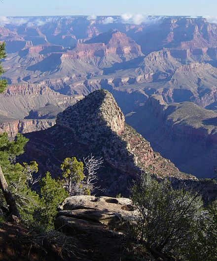 Il Grand Canyon da un sentiero sotto Grandview Point