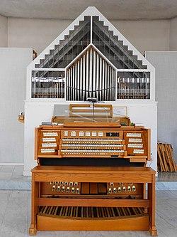 Graz-Eggenberg. Schutzengelkirche. Orgel.jpg