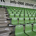 Groene stoeltjes op de banken gemonteerd op de tribune - Groningen - 20383753 - RCE.jpg