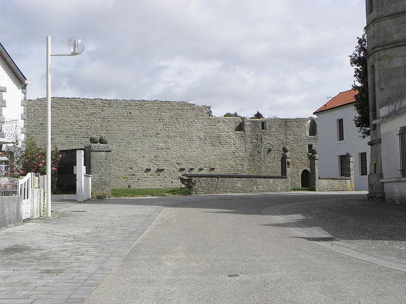 Château de Guémené-sur-Scorff (56). Grand-Rempart et Tour du Grand-Rempart. Vue intérieure.