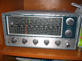 A photo of a Lafayette HA-700 vacuum tube radio receiver