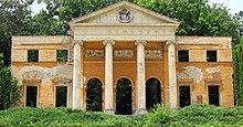 Portikus des 1945 zerstörten Schlosses Alcsút (Quelle: Wikimedia)