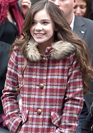 Hailee Steinfeld leaving the press conference ...
