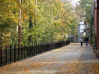 Frederiksbjerg - Image: Hallssti (efterår)