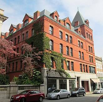 Downtown New London Historic District - Image: Harris Pace, 159 State Street, New London from west