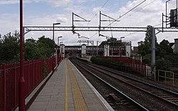 Harrow and Wealdstone station MMB 15.jpg