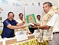 Harsh Vardhan presenting the awards, at the State Environment Ministers' Conference, as part of the World Environment Day celebrations, in New Delhi (2).JPG